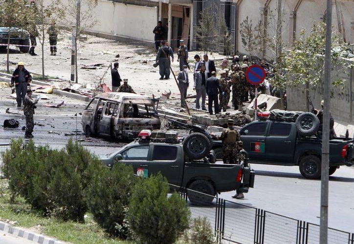 La explosión en los alrededores del Parlamento de Afganistán dejó al menos dos civiles fallecidos y una treintena de heridos. (EFE)
