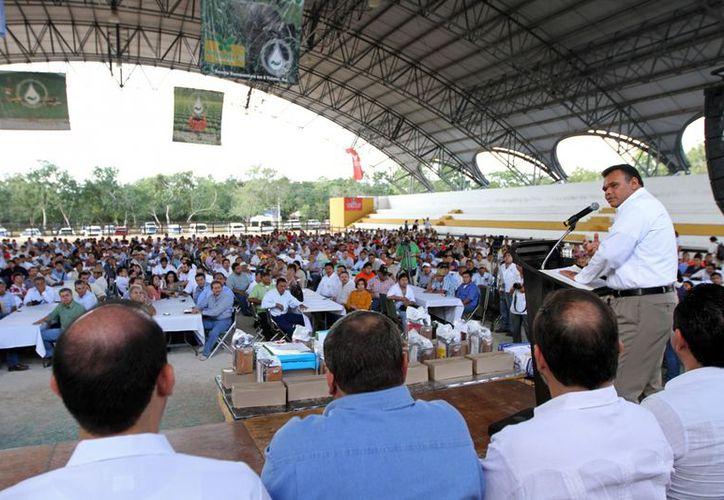 El gobernador Rolando Zapata Bello encabezó la entrega de apoyos en las instalaciones de X'matkuil. (Milenio Novedades)