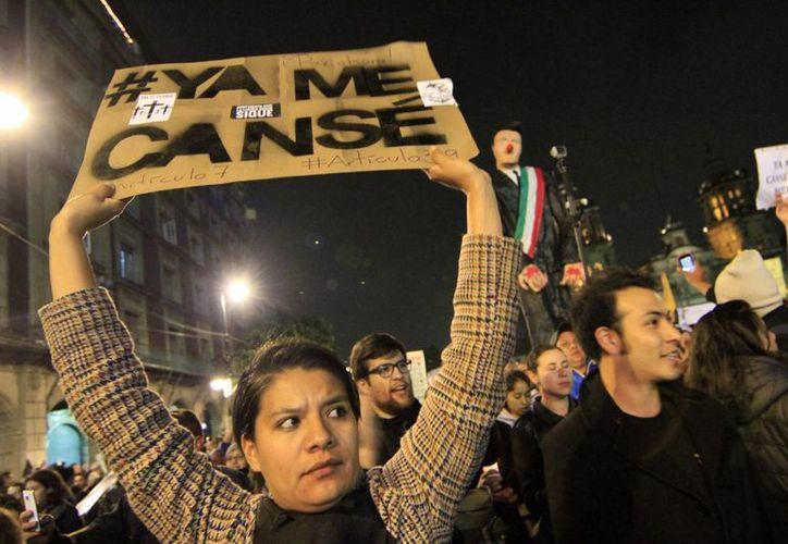 Las protestas por los desaparecidos de Ayotzinapa han sido continuas y algunas han terminado en desmanes. (Notimex)