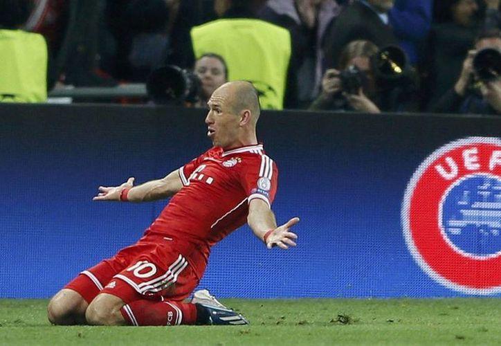El futbolista holandés firmó con el Bayern en 2009, luego de dejar el Real Madrid. Estará con el equipo alemán hasta el 2017. (Archivo/kubadda.net)