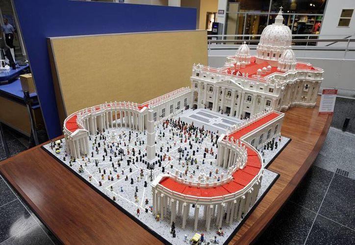 En el marco de la visita papal a EU, el museo de ciencia de Filadelfia expone un modelo del Vaticano en legos. (AP)