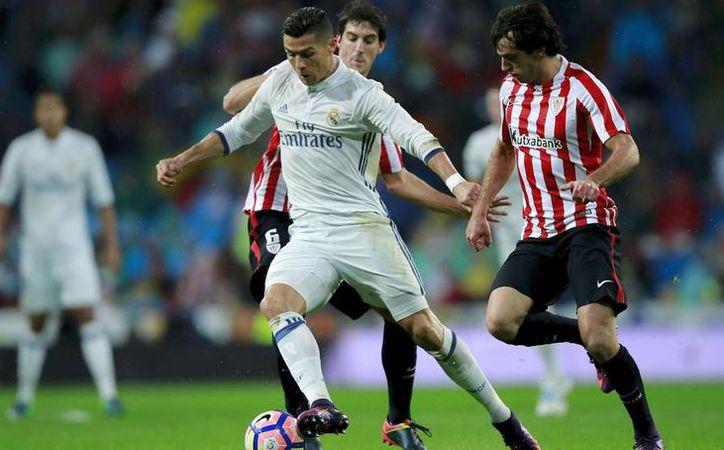 Cristiano Ronaldo aprovechó un balón largo de Casemiro para colarse en el área. (Foto: Mundodeportivo.com)