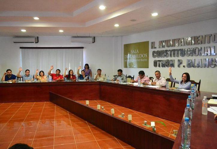 Regidores del Cabildo othonense mantienen la postura de llevar a cabo una reforma energética. (Enrique Mena/SIPSE)
