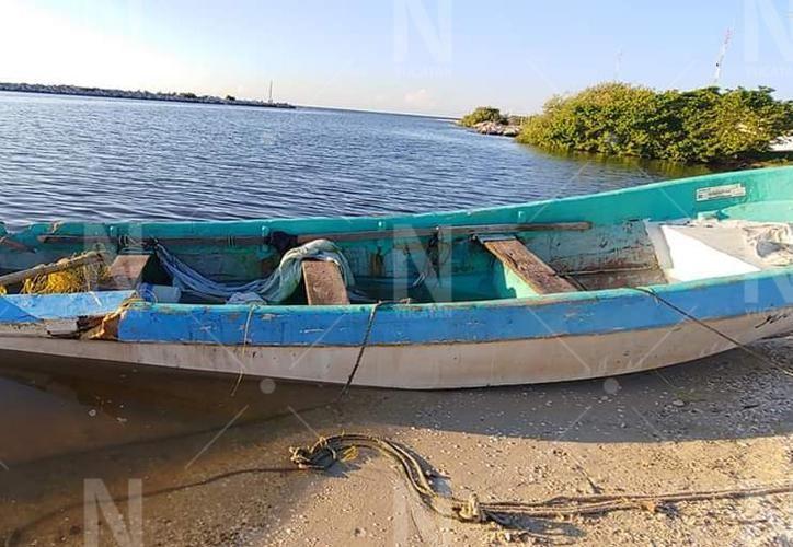 Los pescadores fallecieron tras un choque que ocurrió entre su lancha y  una embarcación de la Marina. (Novedades Yucatán)