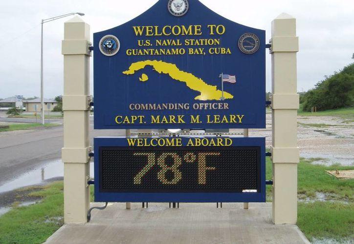 En la imagen, entrada a la base militar EU en Guantánamo, Cuba. (Archivo/Agencias)