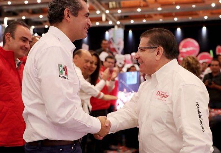 Enrique Doger Guerrero, empezó sus actividades proselitistas con una reunión en el Centro de Convenciones. (Excélsior)