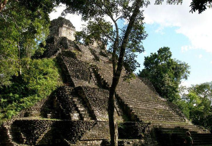 A raíz de hechos de saqueo en el sitio de Kohunlich, el asunto de la falta de una adecuada vigilancia de los vestigios mayas saltó nuevamente al escenario público. (Ernesto Neveu/SIPSE)