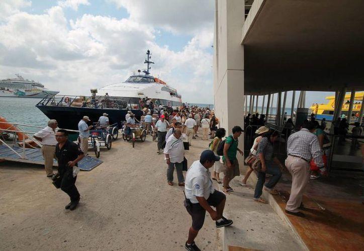 Las navieras y el ferry que realizan traslados entre Cozumel y Playa del Carmen preparan promociones y más horarios para el verano.  (Redacción/SIPSE)