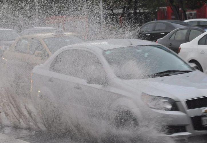 Los meteorólogos pronosticaron intensas lluvias también en la Ciudad de México. (Notimex)