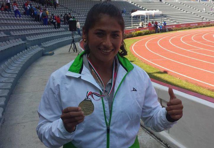 Abigail Gómez, una de las mejores lanzadoras de jabalina del país, empezó en otro deporte cuando era niña. (tiempooficial.mx)