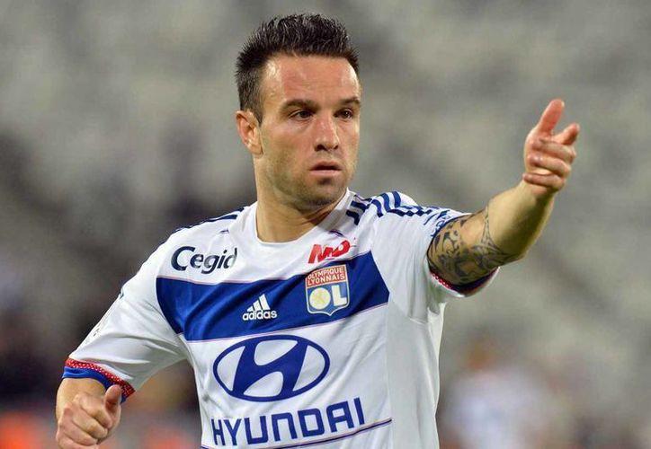 Mathieu Valbuena ha sido vinculado con Tigres, después de comenzar a seguir las redes sociales del conjunto mexicano.(AP)