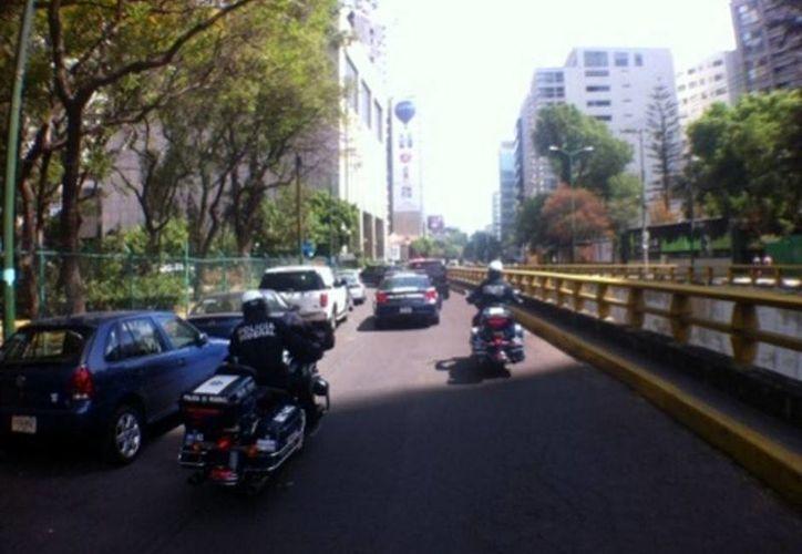 El vehículo que usará el presidente norteamericano a su visita a México fue visto por calles de Polanco para la suministración de combustible. (Milenio)