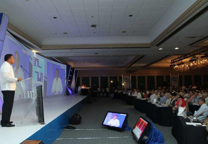 En la inauguración de la XXII Convención Nacional de la Industria Farmacéutica, Rolando Zapata  reiteró la invitación a todos los industriales del ramo a invertir en el estado. (Archivo)