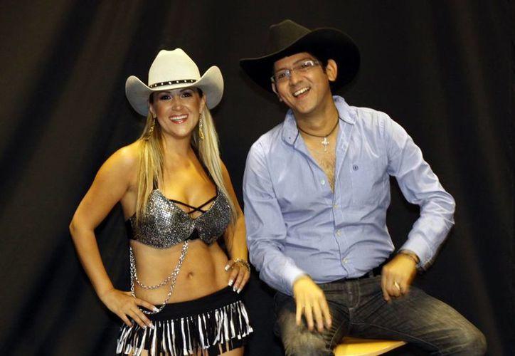 """La """"Tremenda"""" Carola y su compañero de fórmula Juan Sánchez. (Christian Ayala/SIPSE)"""