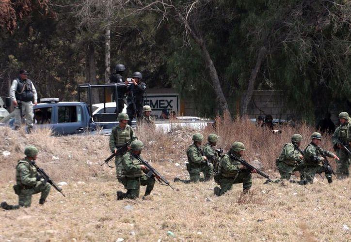 Cinco muertos, entre ellos tres marinos y dos presuntos huachicoleros fue el saldo que dejó un enfrentamiento. (AFP).