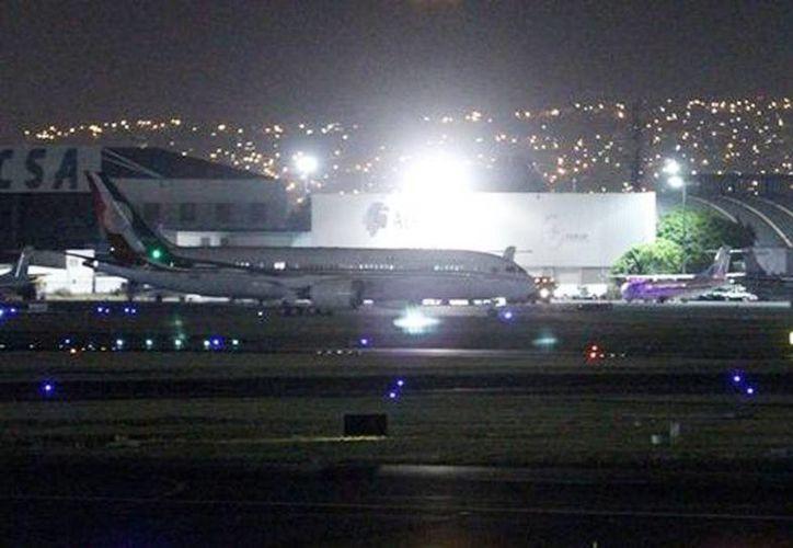 El nuevo avión presidencial llegó en la madrugada al país. (Jorge Carballo/Milenio)