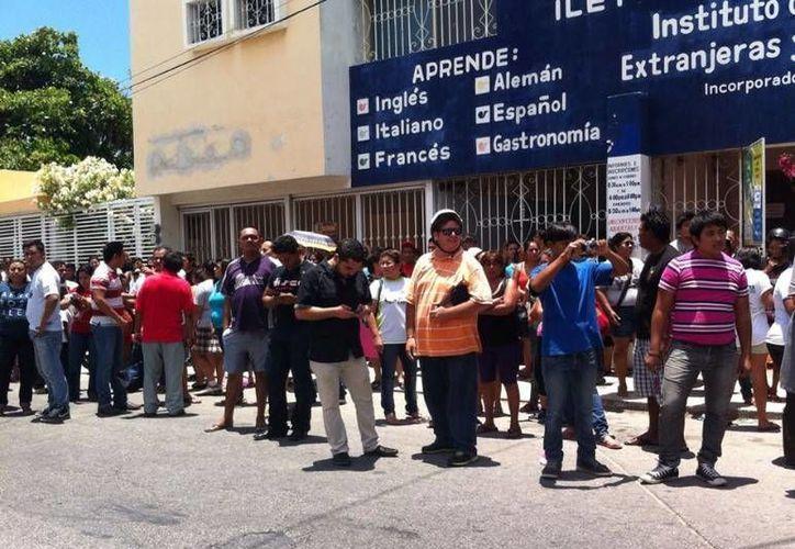 Simpatizantes de Nueva Alianza temen que les 'roben' la elección en Progreso, donde ganó José Cortés Góngora, quien también participó en coalición con el PRD y el PT. (Óscar Pérez/SIPSE)