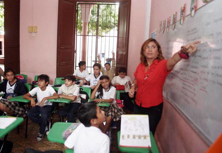 Según la SNTE, los maestros recibirán a principios de diciembre los primeros 20 días de aguinaldo. (SIPSE)