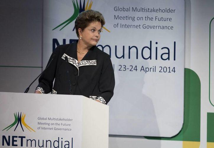 Tenemos que expresar nuestro orgullo de ser descendientes de africanos: presidenta brasileña Dilma Roussef. (EFE)
