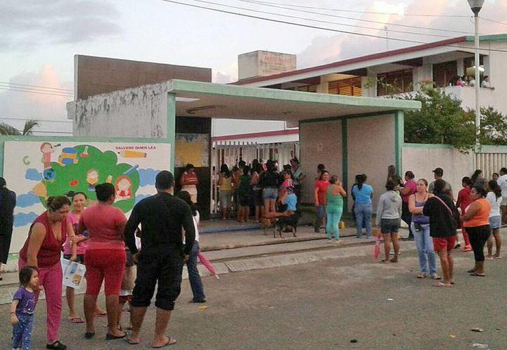 """Los niños estudian en la primaria """"Amado Nervo"""" del fraccionamiento Paseo Las Palmas. (Jesús Tijerina/SIPSE)"""