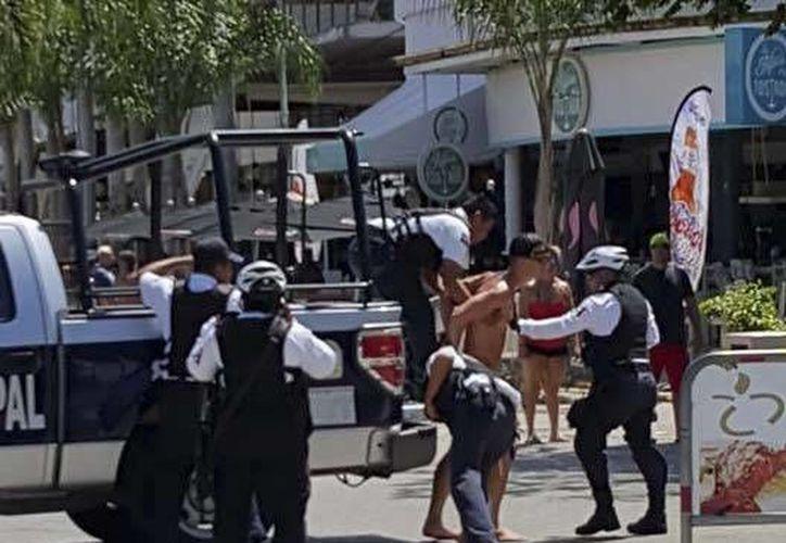 El extranjero fue detenido en la Quinta Avenida de Playa del Carmen. (Jean-Francois Labrosse/Facebook)