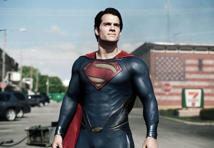 Henry Cavill interpretará nuevamente a Clark Kent en el filme de la Warner Bros. (AP)