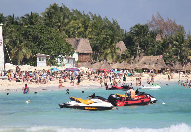 La presencia de turistas en las playas va en aumento. (Daniel Pacheco/SIPSE)