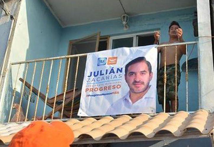 Acusan al panista progreseño Julián Zacarías por compra de credenciales de elector en $300 y reparto de despensas. (Foto: Facebook)