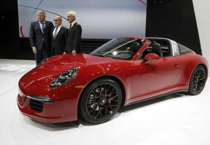El Porsche 911 Targa GTS será presentado en el Auto Show de Detroit, que se realizará del 17 al 25 de enero. (AP)