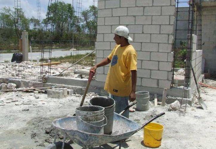 El panorama en el 2016 no resulta muy halagador para el sector de la construcción, sin embargo, el anunció estatal de las cuatro grandes obras para Yucatán, representa 'oxígeno puro' para las constructoras locales. (Archivo SIPSE)