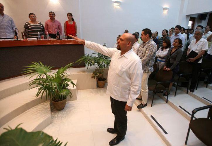 Rafel del Pozo Dergal rinde protesta en la Trigésima Sexta Sesión Extraordinaria. (Juan Estrada/SIPSE)