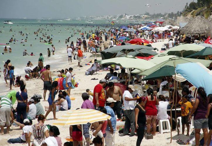 Pretenden que vistantes del DF puedan pasar dos días en Yucatán, sin que les salga muy caro, fuera de temporada vacacional. (Juan Albornoz/SIPSE)