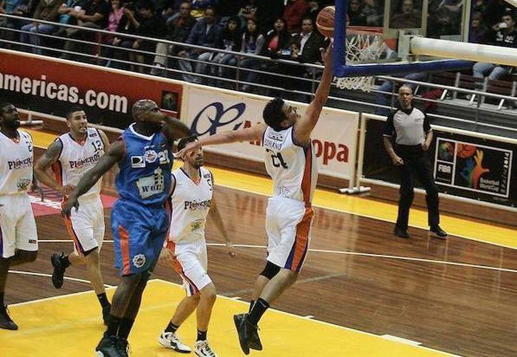 Los mejores anotadores de Pioneros fueron Stephen Soriano y Akeem Scott, ambos con 14 puntos. (FIBA Américas)