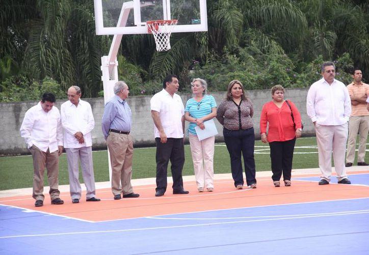 La ceremonia inaugural de las canchas del Colegio Ángelus.