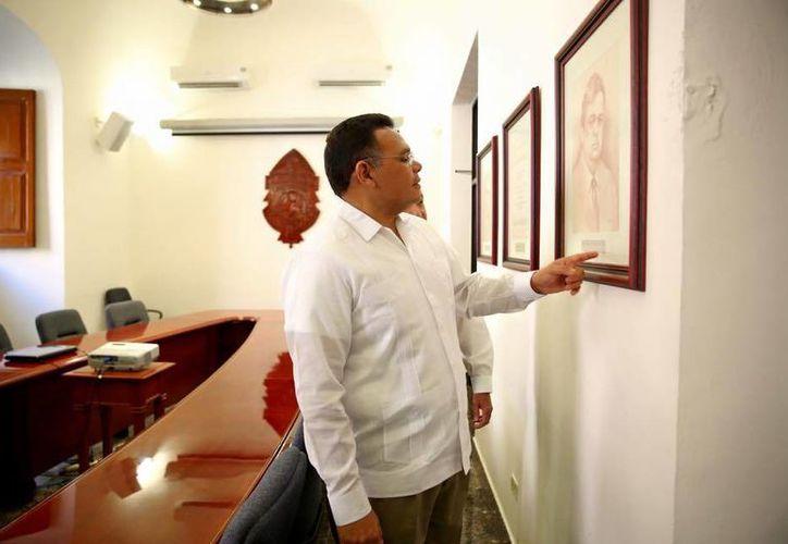 El viernes, Rolando Zapata visitó las oficinas centrales de la Universidad Autónoma de Yucatán. (Facebook/Rolando Zapata Bello)