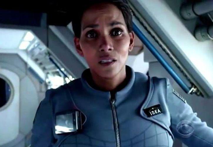 La serie futurista protagonizada por Halley Berry se estrenará el miércoles a las 21:00 horas por la cadena CBS. (Foto CBS)