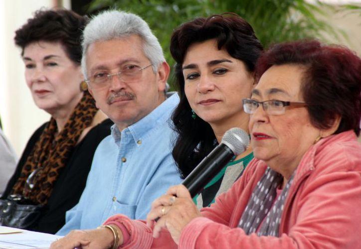 Sara Blancarte y Limber Sosa, en el centro.  (Milenio Novedades)