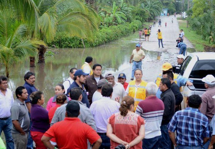 Comprometen ayuda a las familias de escasos recursos afectadas. (Manuel Salazar/SIPSE)