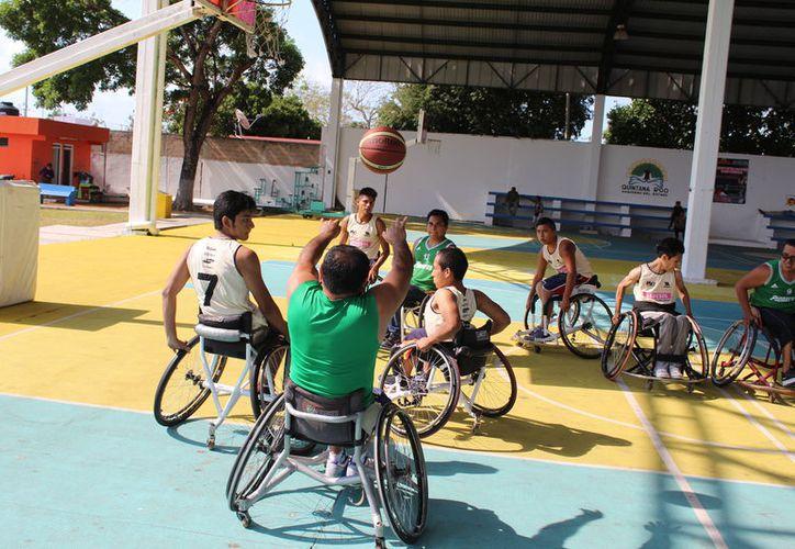 Los jugadores piden la dotación de 12 sillas de ruedas para poder participar en la Paralimpiada. (Miguel Maldonado/SIPSE)