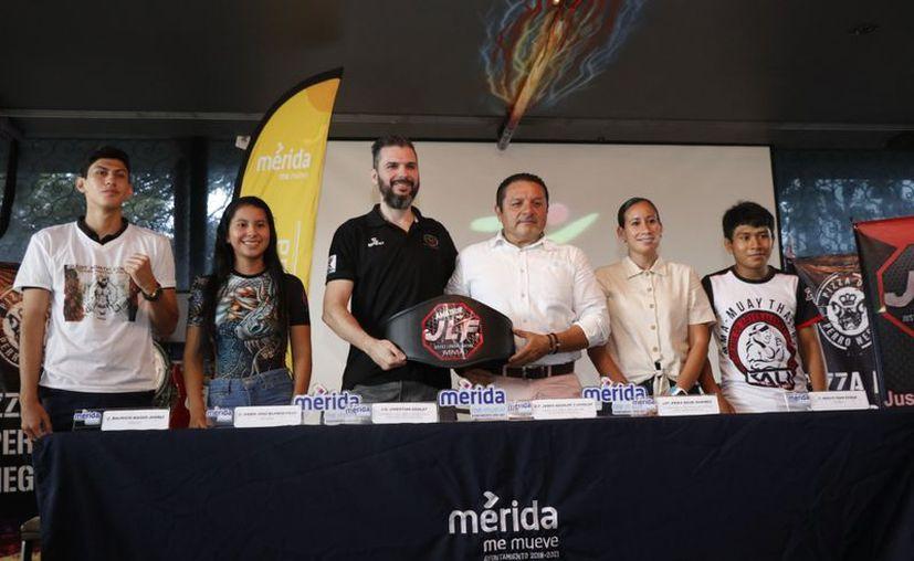 Uno de los cinturones que se disputarán en el campeonato, en el gimnasio Great North. (Novedades Yucatán)