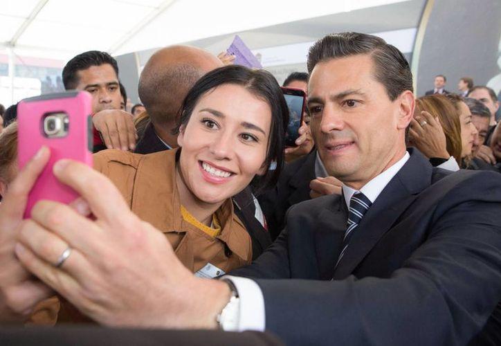 De acuerdo con el diario The New York Times, el escándalo de la casa blanca, la fuga de 'El Chapo' y el caso Ayotzinapa han afectado la reputación de Peña Nieto. (Archivo/Notimex)