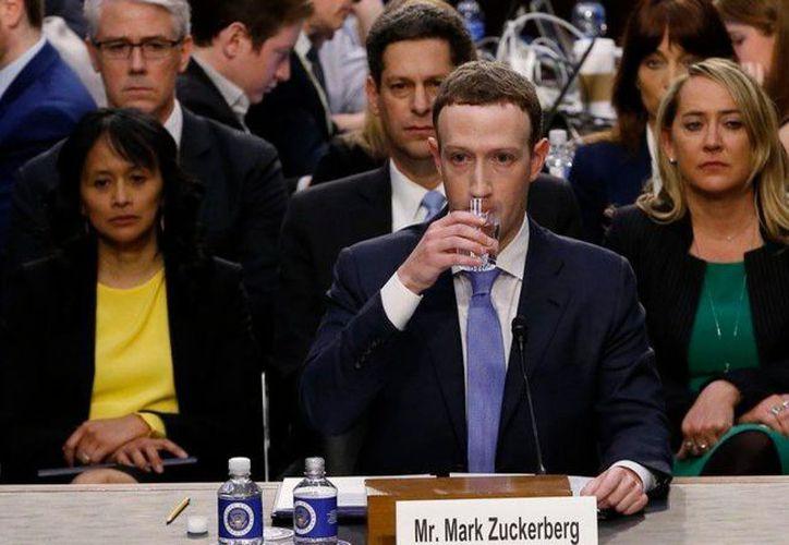 Zuckerberg mostró incomodidad ante ciertas preguntas durante la comparecencia. (Redacción/SIPSE)