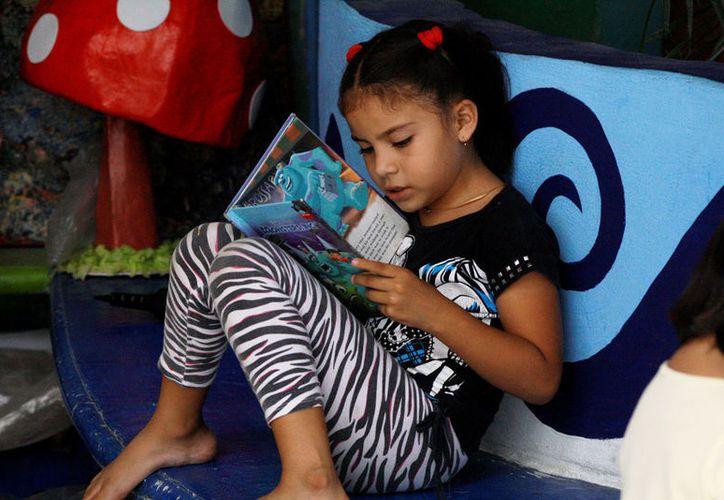 El gestor cultural sostuvo que en Playa del Carmen hacen falta más librerías.  (Octavio Martínez/SIPSE)
