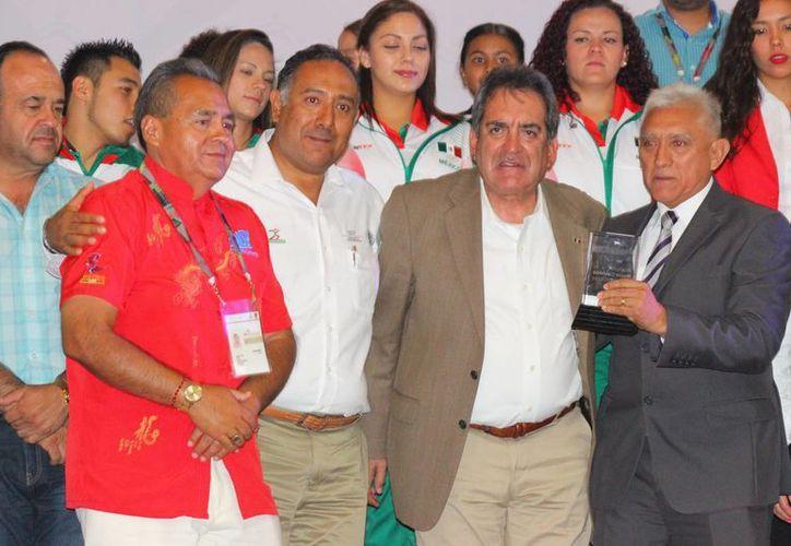La delegación de Yucatán recibió un reconocimiento por obtener el primer lugar en los Juegos Nacionales Populares 2015 en Aguascalientes.(Milenio Novedades)