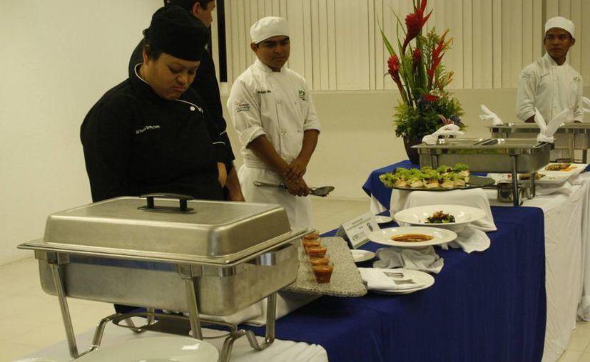 Durante el evento se realizaron diferentes platillos de pez león. (Octavio Martínez/SIPSE)