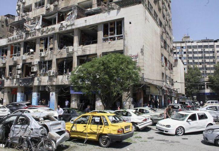 Vista general del escenario de la explosión de un coche bomba en el centro de Damasco, Siria, en abril. (EFE/Archivo)