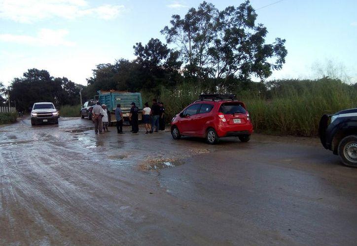 Exponen que las autoridades sólo reparan entre uno y dos kilómetros de las vías. (Carlos Castillo/SIPSE)