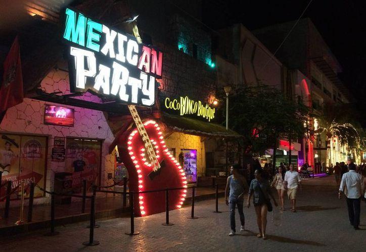 En la zona turística de Playa del Carmen no se aplicará la Ley Seca este fin de semana. (Adrián Barrero/SIPSE)
