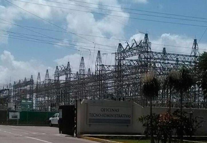 Imagen de la planta de CFE donde este viernes por la mañana un trabajador se electrocutó. (Miguel González/SIPSE)