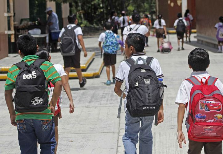Aplican medidas preventivas para evitar más contagios entre los alumnos. (Jesús Tijerina/SIPSE)